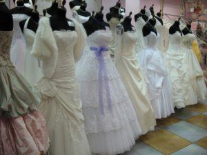 Свадебные платья на рынке Садовод