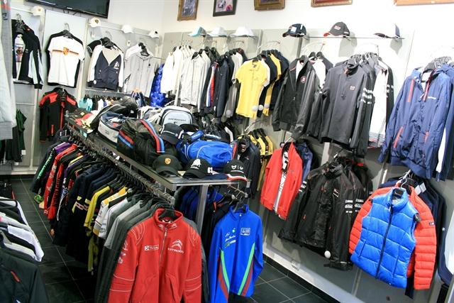 Спортивные костюмы на рынке Садовод