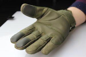 Перчатки на рынке Садовод