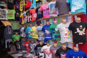 Футболки на рынке Садовод