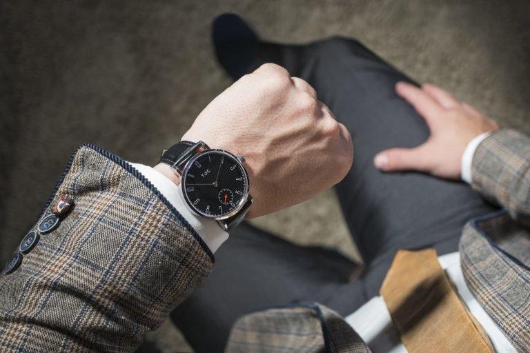 Модные часы на Садоводе