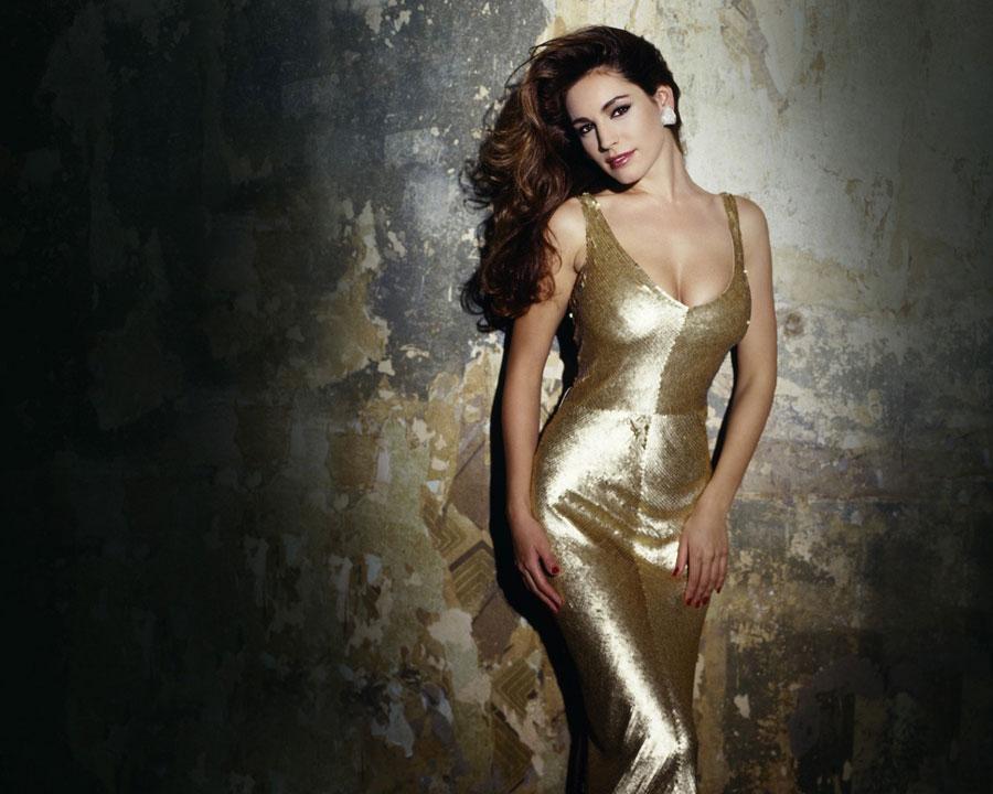 Вечернее платье золотистого цвета