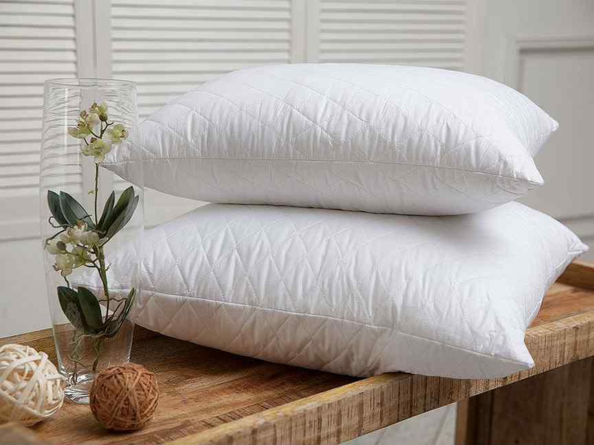 Белые подушки на рынке Садовод